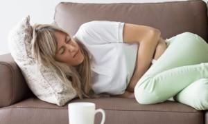 Почему при задержке месячных болят яичники