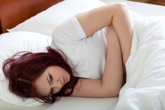 Боль в брюшной полости у женщины