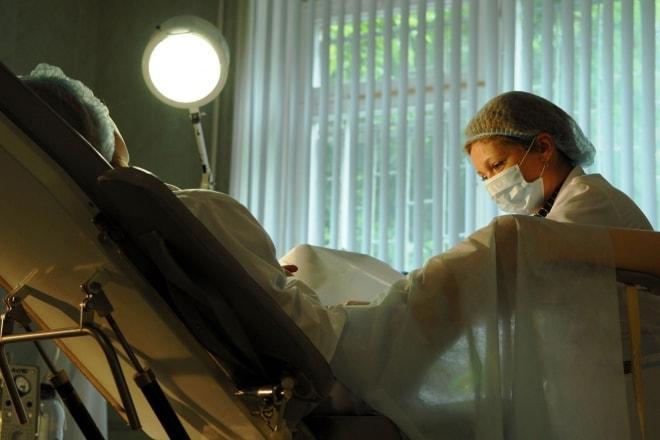 Женщина в гинекологическом кресле