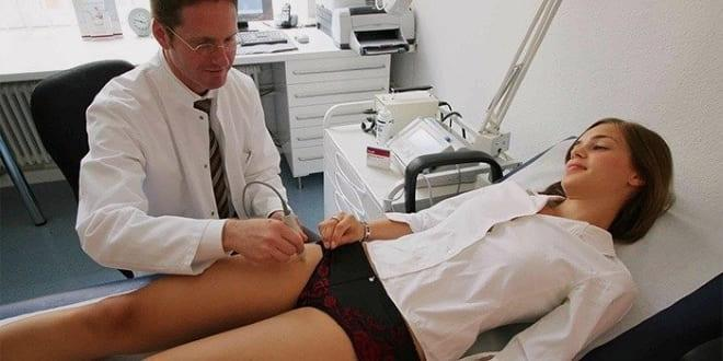 ИДоктор проводит диагностику варикоза яичников