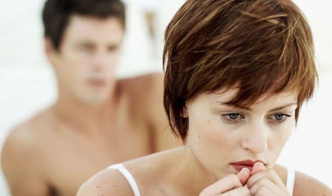 Женщина испытывает дискомфорт во время полового акта после лапароскопии