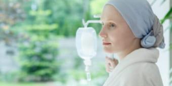 Девушка после химиотерапии при аденокарциноме